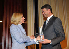 http://riasberlin.org/wp-content/uploads/MEDIA_2010/27_May_30_2010_Ritz_Carlton_Berlin/10-Awards-10.jpg