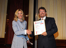 http://riasberlin.org/wp-content/uploads/MEDIA_2010/27_May_30_2010_Ritz_Carlton_Berlin/10-Awards-9.jpg